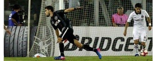 Rodrigo Pimpão comemora gol com aviãozinho contra o Colo-Colo, pela Libertadores