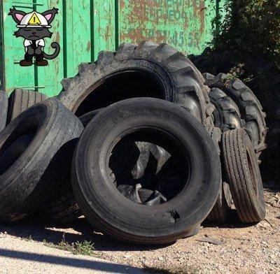 aplastado rueda dumper