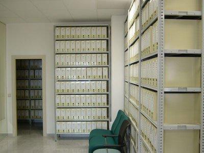 ejemplo estantería metálica archivo Let's Prevent! - Accidentes: Un trabajador herido al desplomarse una estructura metálica en Andalucía