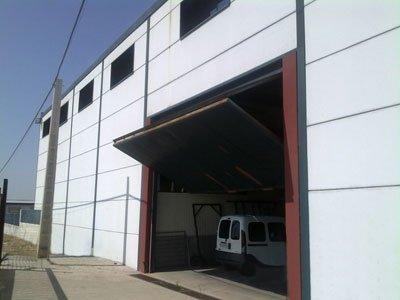 ejemplo puerta nave industrial Let's Prevent! - Accidentes: Un trabajador herido al desplomarse un portalón de una nave en la Coruña