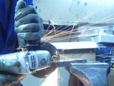 ejemplo riesgo radial o rebarbadora Let's Prevent! - Accidentes: Un trabajador herido por una rebarbadora en Galicia