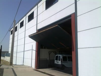 ejemplo puerta nave industrial
