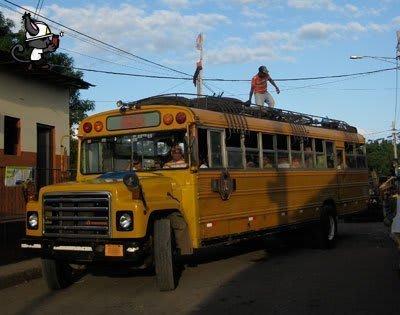 subirse encima del autobús es peligroso
