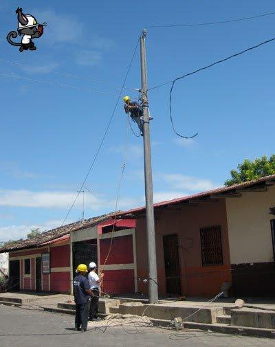 trabajo poste eléctrico