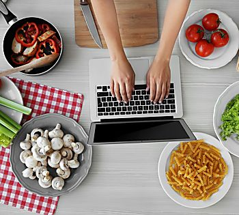 5 Healthy Food Blogs To Follow in 2018