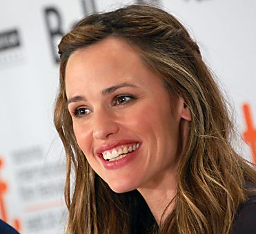 Jennifer Garner Shares Her Healthy Snack Substitutes