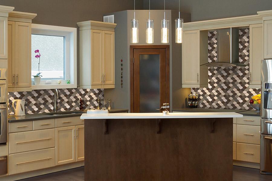 Custom tile backsplash in Franklin, WI from Hunts Flooring