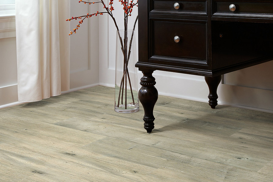 The Manteno, IL area's best laminate flooring store is Affordable Flooring by Rodrigo