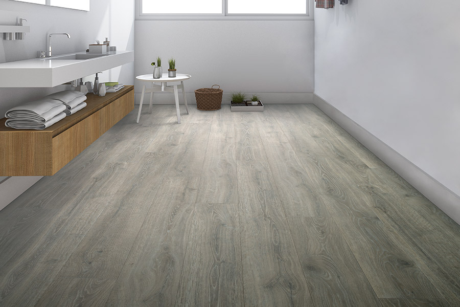 Laminate floor accents in West Kelowna, BC from Bridgeport Floors