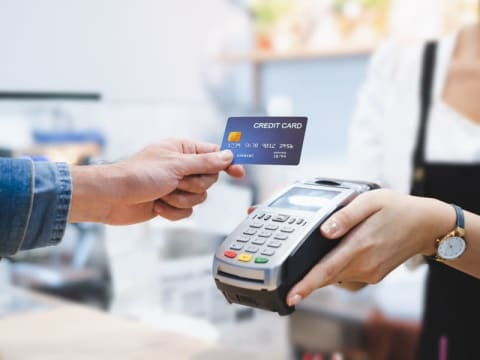 Data on credit card purchases to learn more about the financial health of companies. (DR)