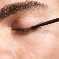 woman applying latisse eyelash growth serum