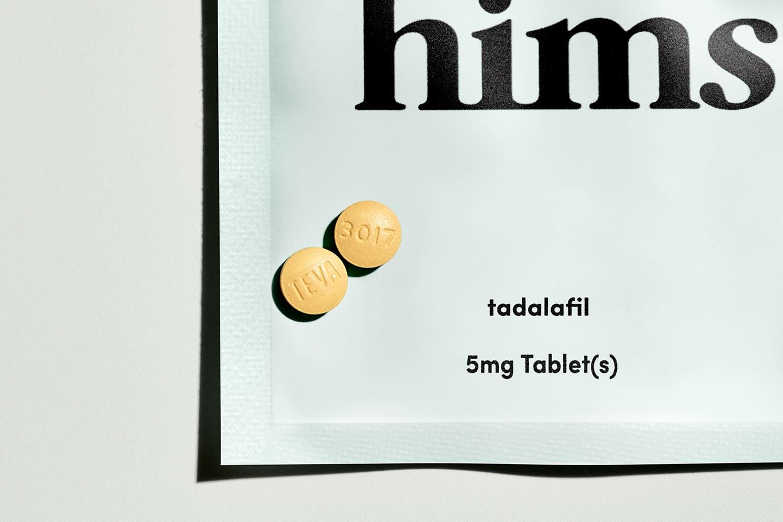 Uma série de berinjelas acompanhadas de medicação Hims ED.
