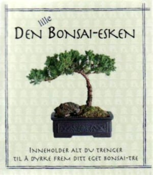 Den lille Bonsai-esken. Inneholder: 1 bok. 1 saks. 1 potte. 1 torvbrikett. Furufrø