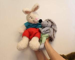 Venner - kanin og pinnsvin (hånddukker)