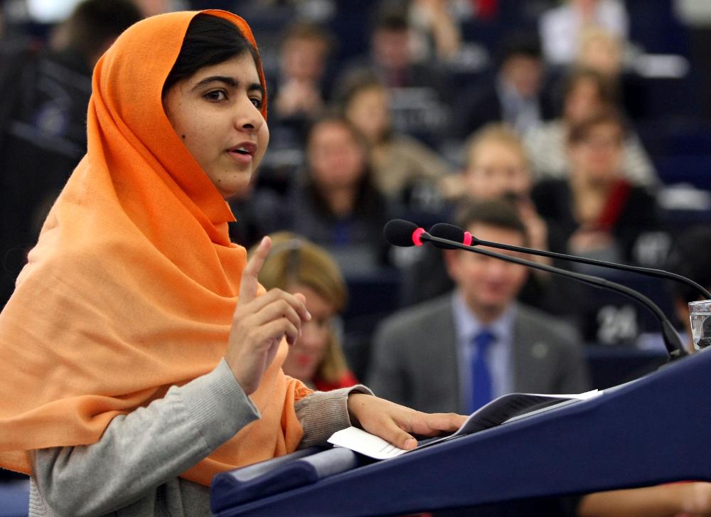 Malala Yousafzai på talerstolen. Foto.