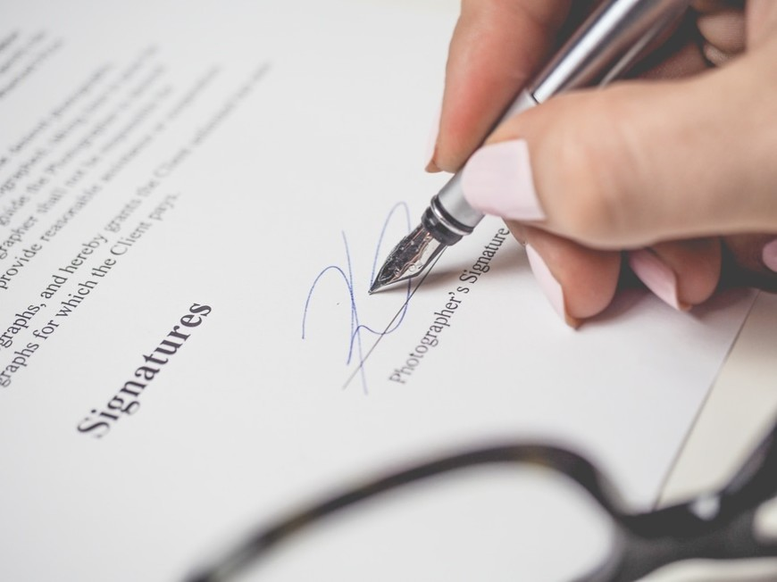 How To Write A Contract: Freelancer Guide To Protecting Your Rights