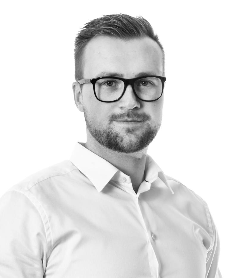 { first: 'Joakim', last: 'Sjögren' }, Försäkringskonsult