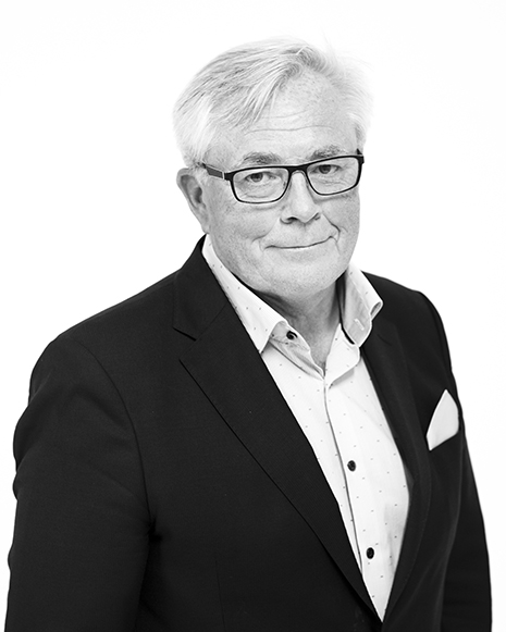 { first: 'Roger', last: 'Pargéus' }, Försäkringskonsult