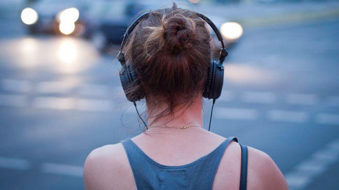 Bahaya Menggunakan Headset Bagi Telinga Dan Otak