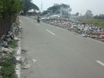 Pinggiran Jalan Lapangan Udara Gorda Menjelma Menjadi Tempat Pembuangan Sampah