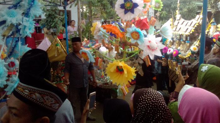 Perayaan Maulid Nabi Muhammad SAW di Kampung Ciruas Kelurahan Ranjeng, Serang-Banten Minggu (10/12/2017) berlangsung meriah.