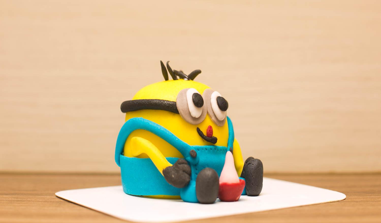 bandeja para mini bolo feito com molde facil