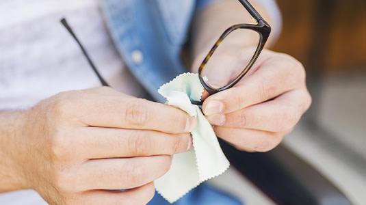 brille beschlägt mit maske