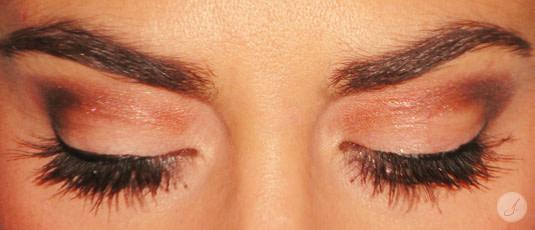 Lensbest-LensbestShop-LensbestBlog:https://res.cloudinary.com/fourcare/image/fetch/q_90/f_auto/fl_force_strip/https://www.lensbest.de/blog/LensbestBlog/20141222-JaninasStylingtipp-Silvester/2014_12_18_Janinas_Styling_Tipp_Silvester_HairMakeUp_Bild2.jpg