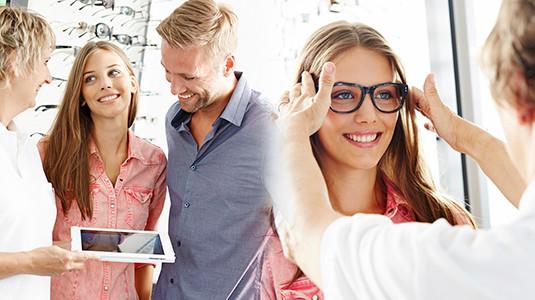 Lensbest-LensbestShop-LensbestBlog:https://res.cloudinary.com/fourcare/image/fetch/q_90/f_auto/fl_force_strip/https://www.lensbest.de/blog/LensbestBlog/20160208-optikstudio-kiel/optik-studio-anpassung.jpg