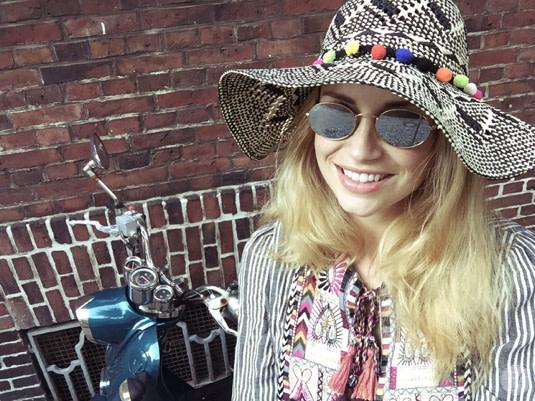 Lensbest-LensbestShop-LensbestBlog:/blog/LensbestBlog/20160830-janinasstylingtipp-ovalebrillen/2016_08_29_Janinas_Styling_Tipp_Ovale_Brillen_Bild 1.jpg