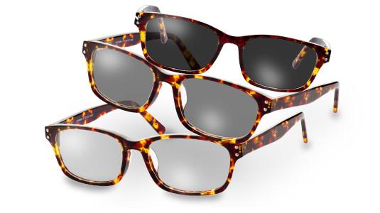 Verschiedene Einfärbungen einer selbsttönenden Brille