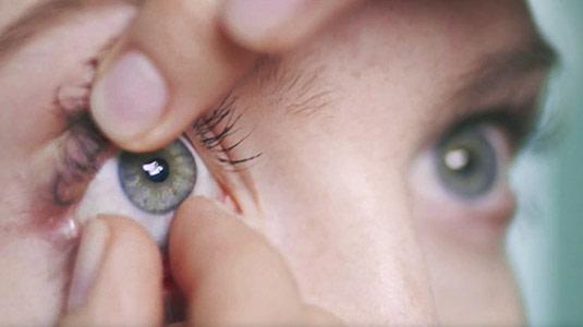 Los Angeles besserer Preis Auschecken Video: Kontaktlinsen auf- und absetzen | Lensbest