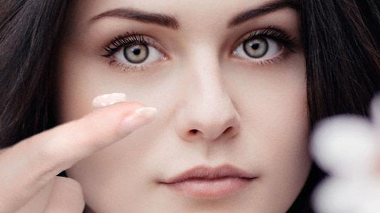 Braut mit Kontaktlinsen