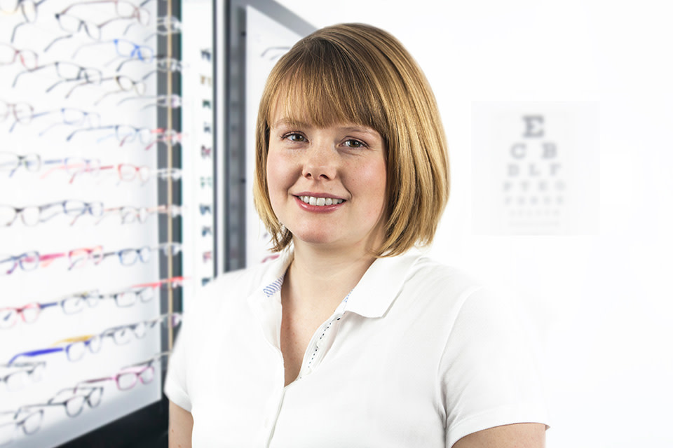 Lensbest-LensbestShop:https://res.cloudinary.com/fourcare/image/fetch/q_90/f_auto/fl_force_strip/https://www.lensbest.de/service/opticians/vanessa-hamann.jpg