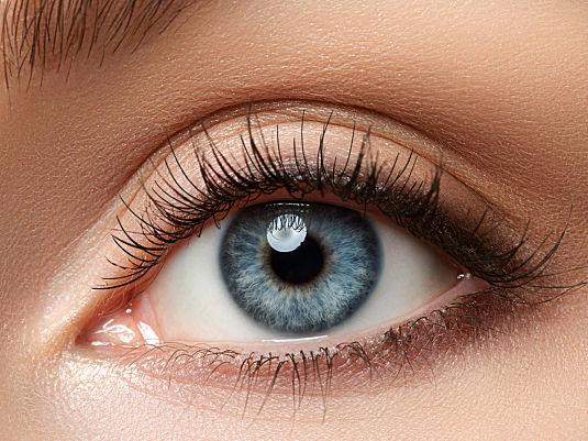 Strahlend weiße Augen