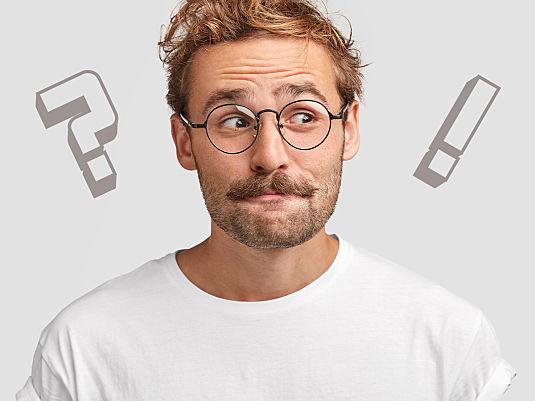 B wie Bart und Brille