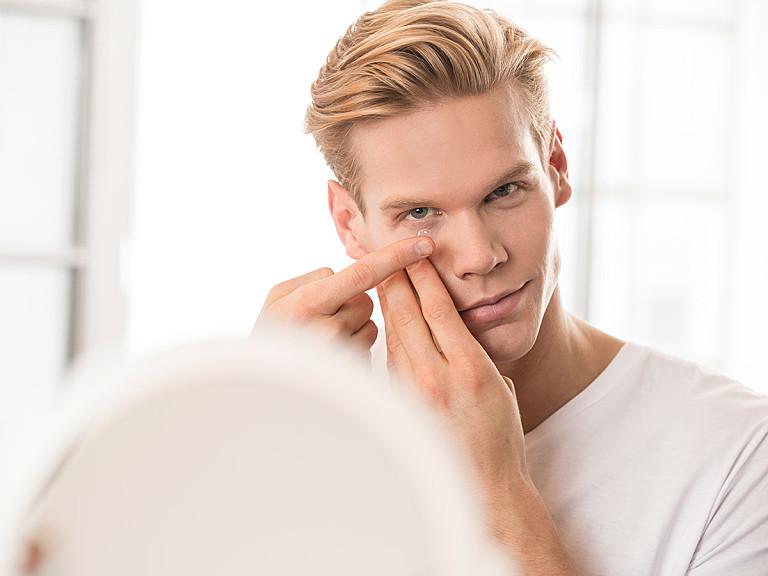 Kontaktlinsen ausprobieren