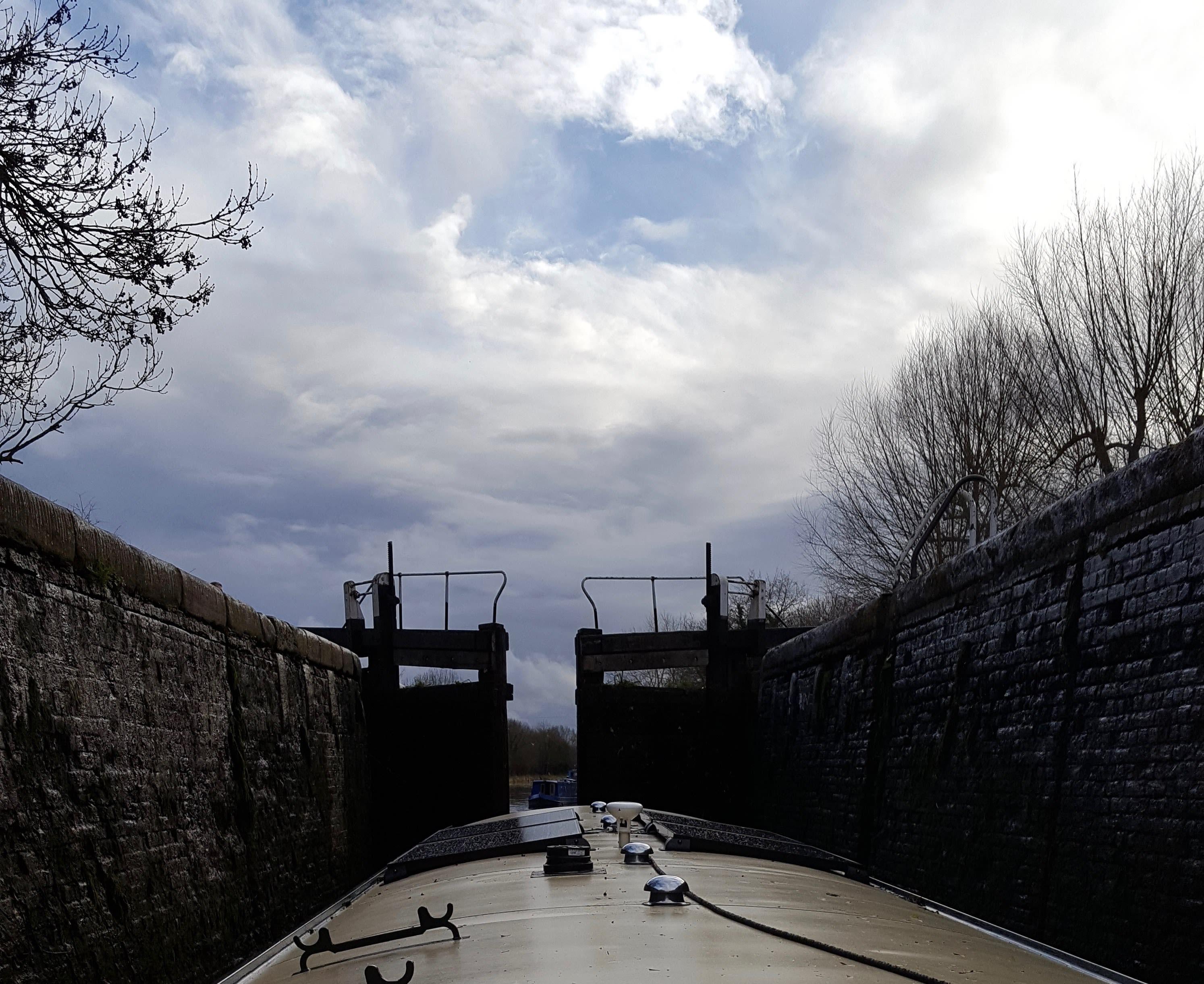 Denham Deep lock - bottom gate when lock almost empty