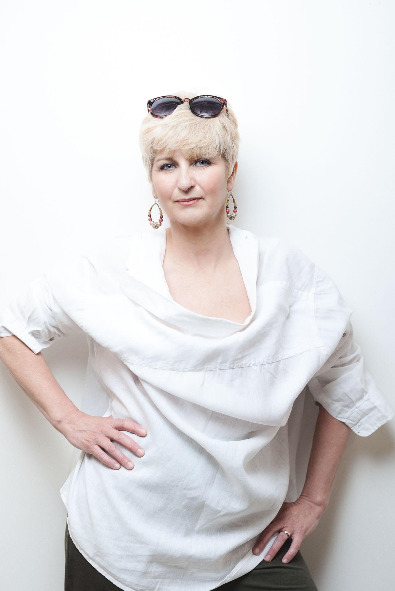 #WhiteShirt Sandra