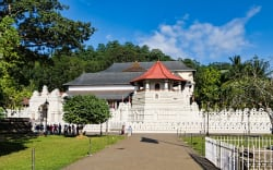 Temple of the Sacred Tooth Relic, Kandy photo by Dan Lundberg