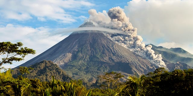 Costa Rica: Volcanoes, Rainforests & Beaches