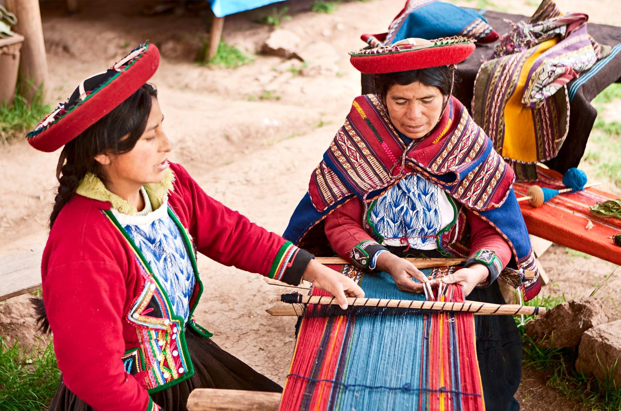 Women weaving, Chinchero