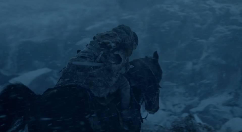 Jon Snow bersama kuda milik Benjen