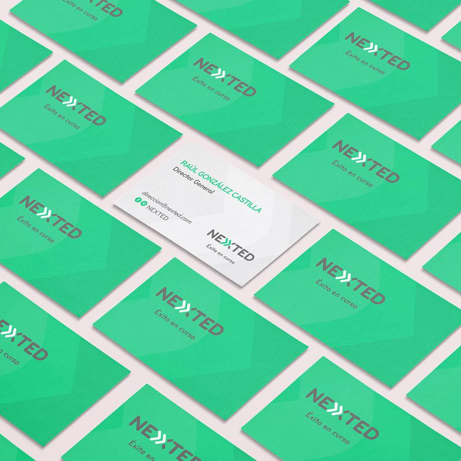 Tarjeta de presentación invertida Nexted