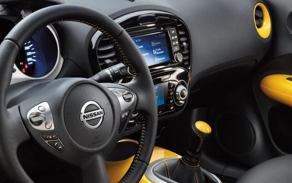 Sort og gult skinninteriør i Nissan Juke med masser fine detaljer