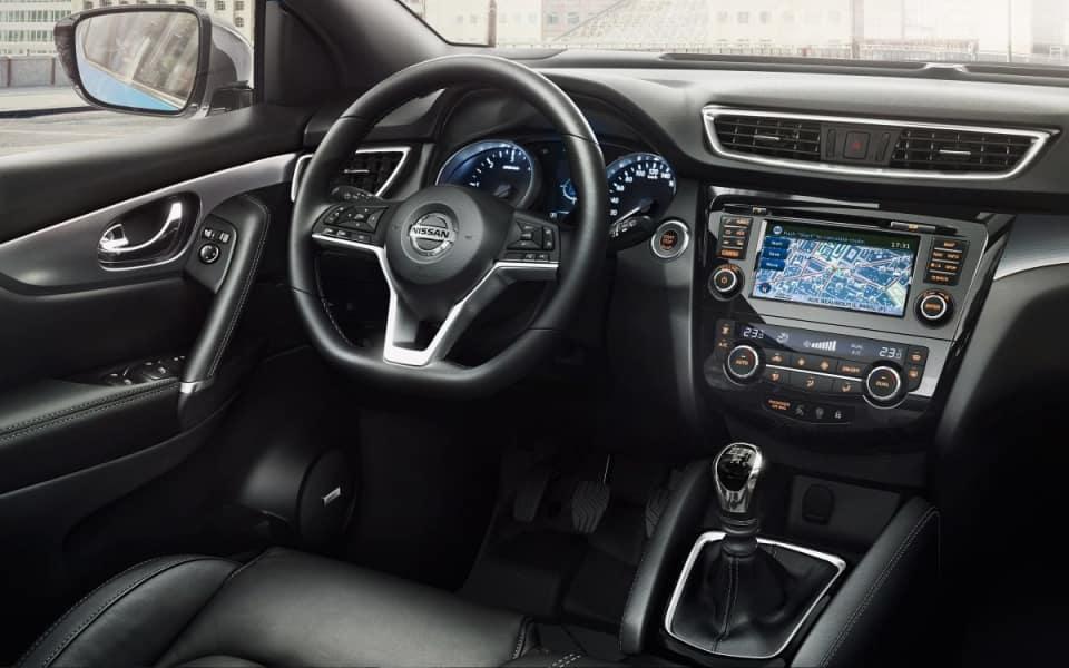 Nissan Qashqai interiør og dashbord i sort skinn