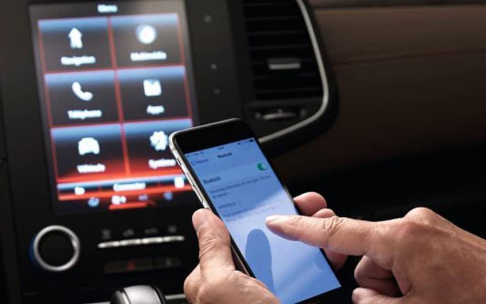 Renault Talisman oppkoblet via iPhone