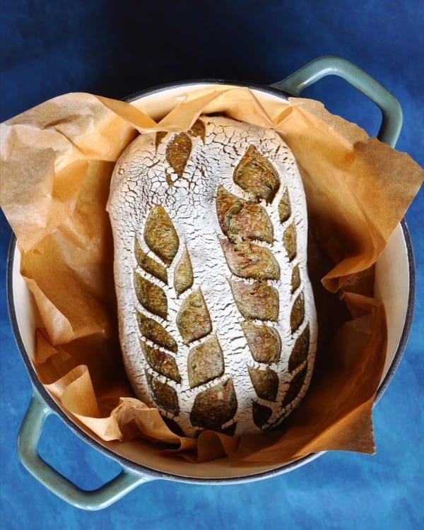 Pâine cu maia și ceai matcha