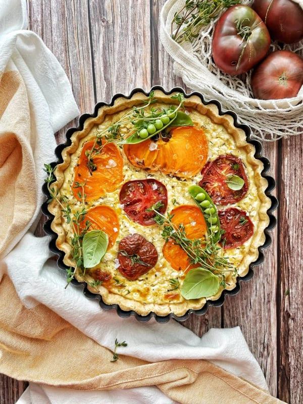 Tartă sărată cu brânză și roșii