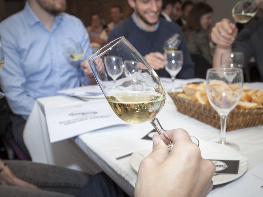 Cours de dégustation et œnologie thématique à Paris